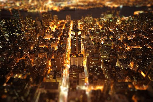 The Glowing City by moardin