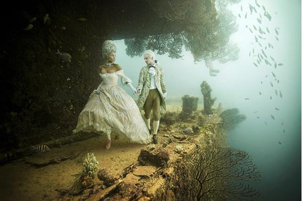 fotografia em navio afundado exposicao subaquatica Stavronikita Project The Life Above Refined Below Andreas Franke (1)