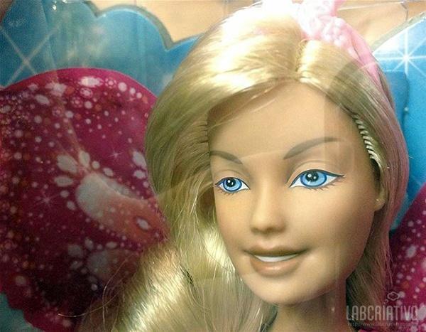 boneca Bárbie sem maquiagem