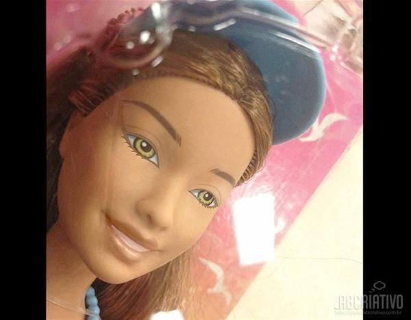boneca Bárbie com maquiagem