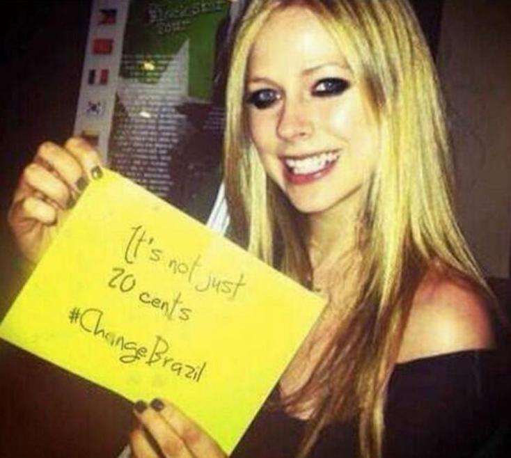 Avril Lavigne apoia as manifestações no Brasil