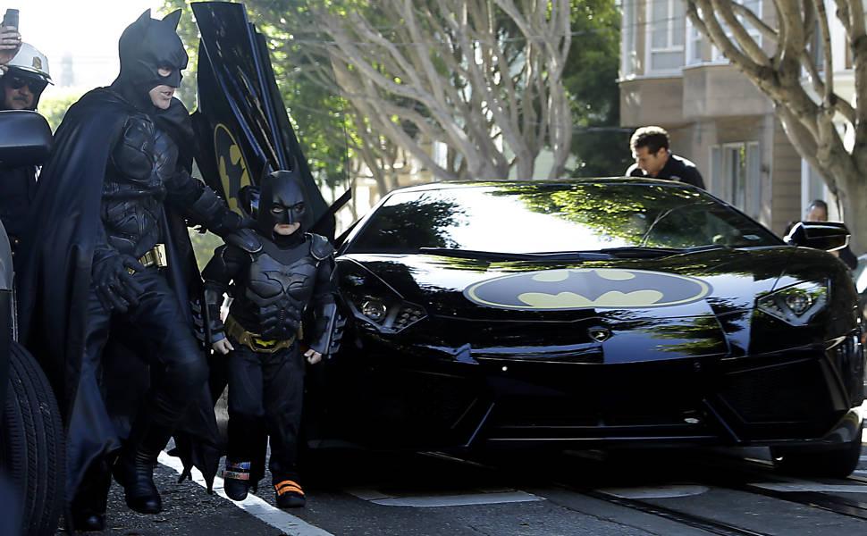 Miles Scott, o Batkid, chega para combater o crime acompanhado pelo Batman