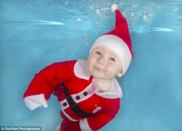 Bebê nadando de Noel