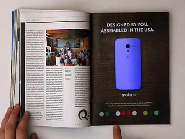Anúncio impresso interativo que muda de cor