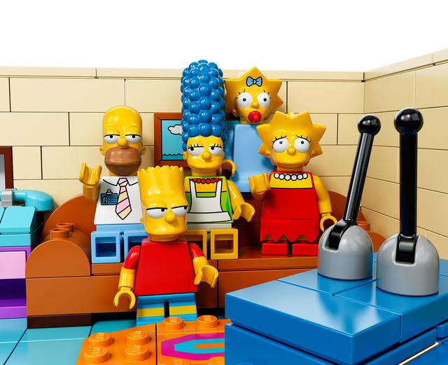 Além dos personagens, a casa onde vivem Homer, Marge, Bart, Lisa e Maggie também irá se transformar nas famosas pecinhas de montar.