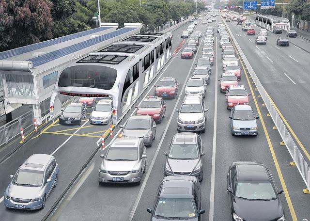 Projeto chinês: ônibus que passa por cima dos carros