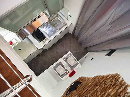 A criação do loft  permitiu o aumento da área habitável em cerca de dois terços e a existência de um compartimento multiusos.
