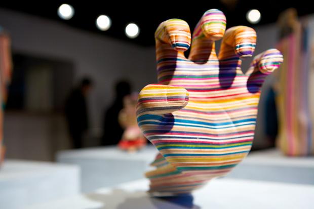 Esculturas a partir de shapes de skate quebrados