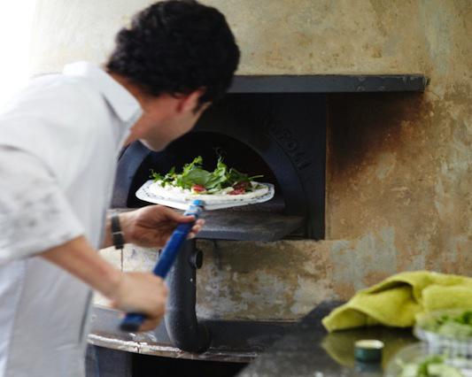 Del Popolo Pizzaria itinerante construida em um container