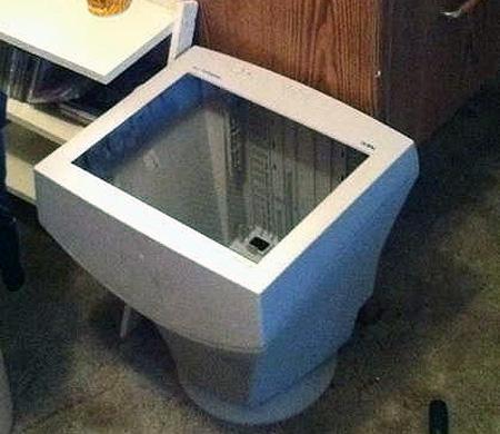 Olha a dica da lixeira, ótima alternativa para se livrar daqueles monitores antigos.