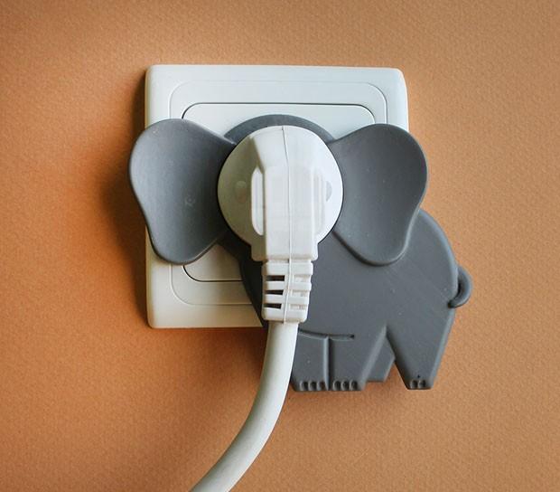Elefantes invadindo casas
