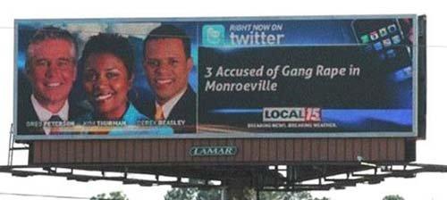 Um outdoor de última geração que divulga as notícias que uma rede de TV americana posta no Twitter. Seria ótimo se não tivesse feito uma associação de estupro com os três âncoras que acompanham as notícias numa fotografia que fica ao lado.