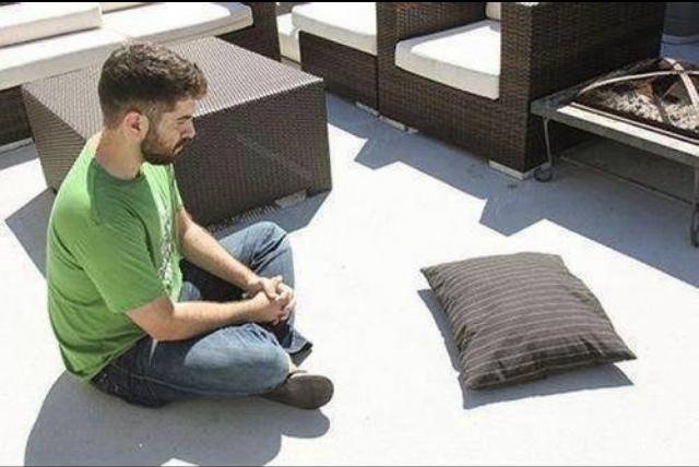 30 minutos no sol, seu travesseiro voltará a forma normal