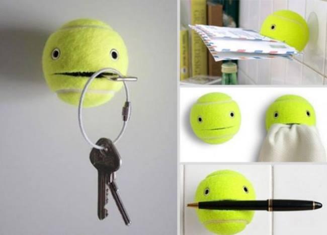 Uma bola de tênis velha pode ser muito útil como porta chaves o suporte de correspondência