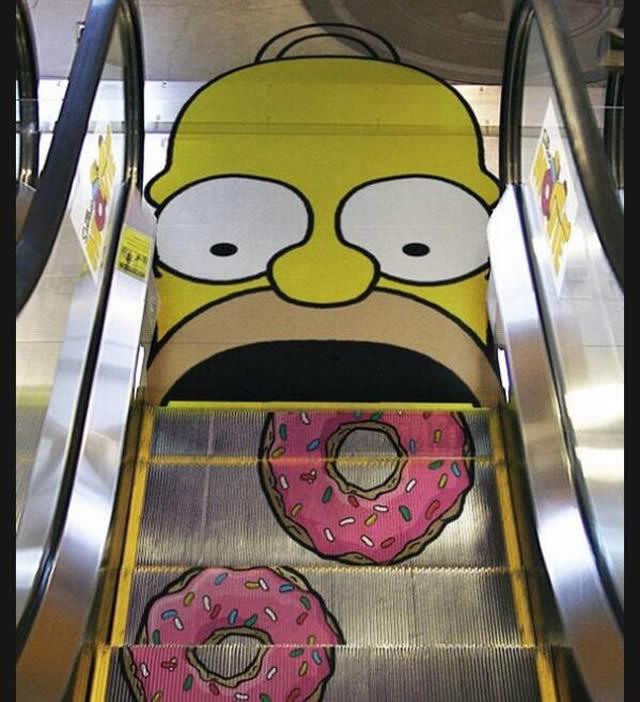 Escada rolante Homer e os donuts