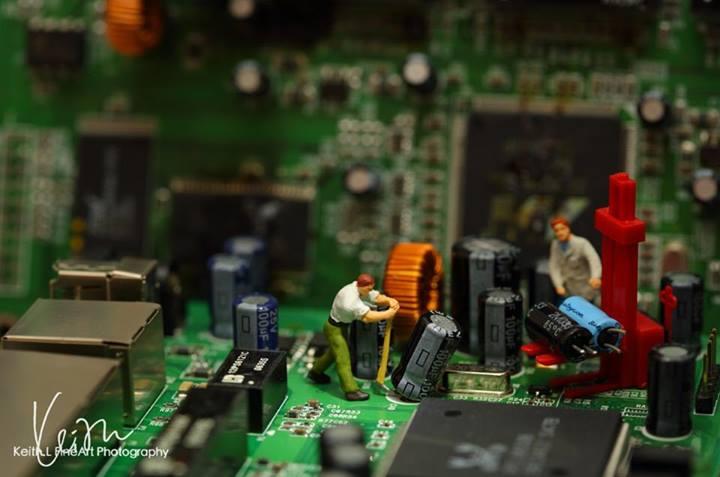 O time do suporte eletrônico está valentemente salvando o dispositivo