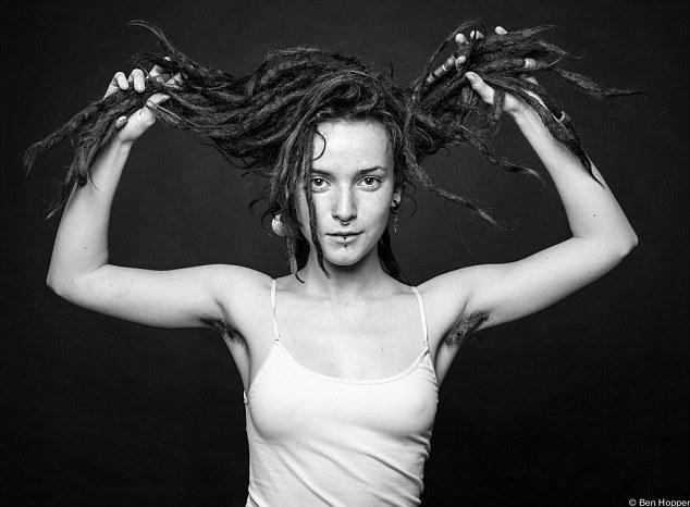 Ben Hopper - Fotografia de mulheres com pêlos e barba por fazer em protesto aos padrões de beleza