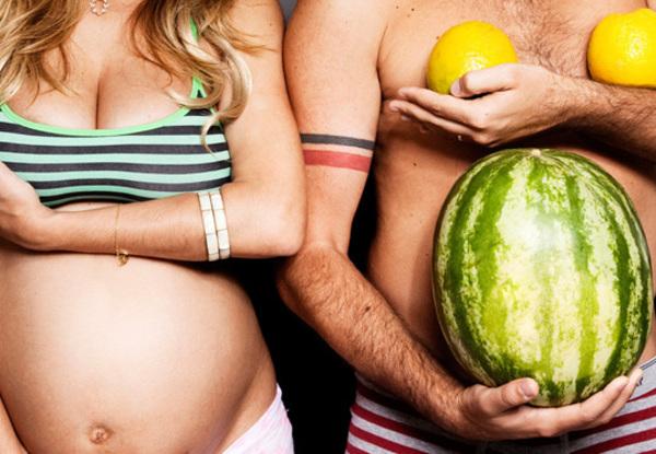 Tal mãe, tal pai  Se ele não tem peitão e barrigão, a gente dá um jeito.  Foto: Nanda Ferreira.