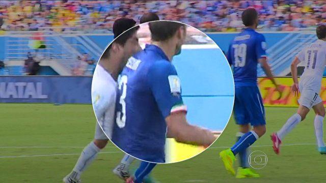 Luiz Suárez e a mordida no italiano Chiellini foi o assunto mais comentado da partida nas redes