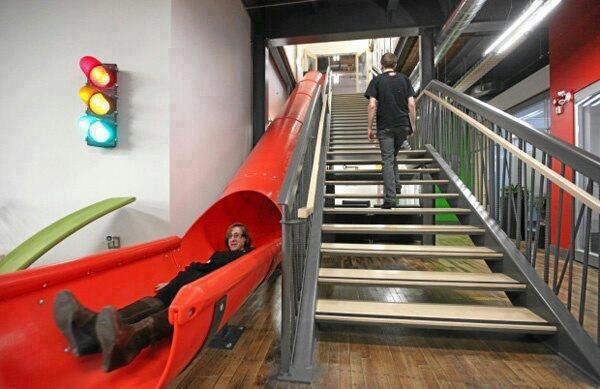 Escada Criativa dentro  do escritório