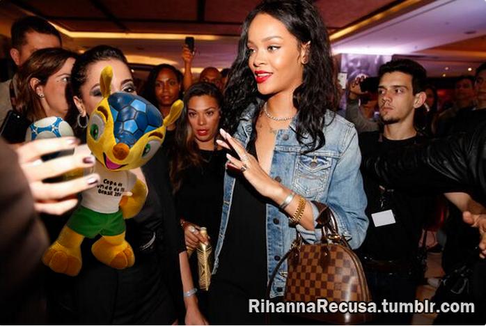 Rihanna recusa boneco do Fuleco