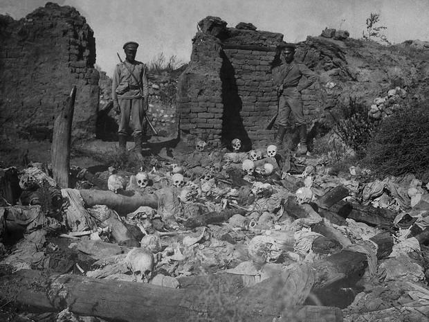 Ossada de armênios queimados vivos por soldados turcos