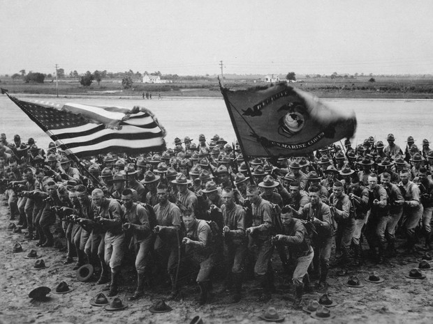 Soldados americanos em material de publicidade de recrutamento