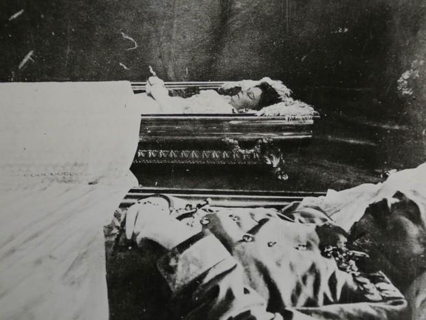 Velório do arquiduque Francisco Ferdinando e de sua mulher, Sofia, mortos em um atentado a tiros em Sarajevo.