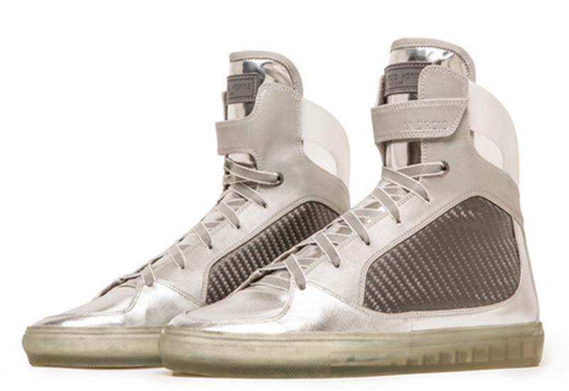 Apenas cem botas foram colocadas à venda no site de compras Jack Threads no dia 20 de Julho.