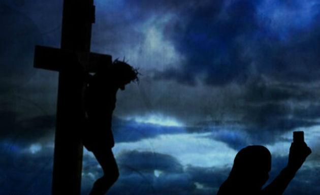 Selfie na crucificação