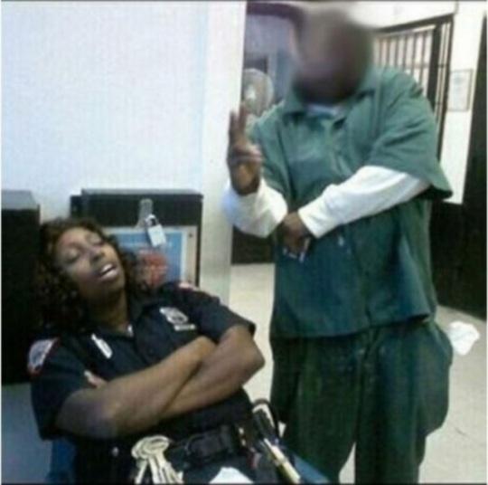 Uma foto enquanto a Policial dorme