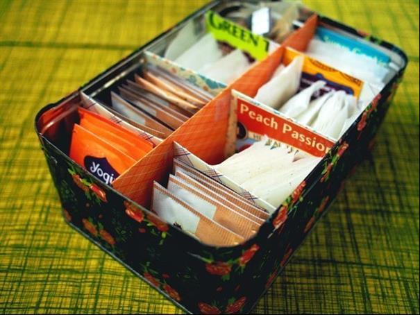 Armazene os sachês de chá em uma caixa