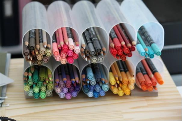 Organizando canetas e lápis
