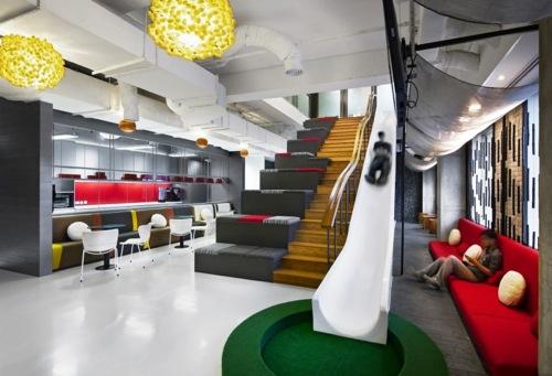 Ogilvy & Mather, Jacarta Indonésia. O escritório tem ambientes extremamente variados e que podem servir tanto para reuniões como para trabalhos em grupo ou conversas sigilosas.