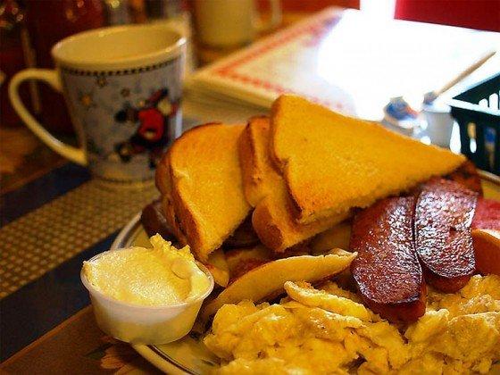 Café da manhã canadense