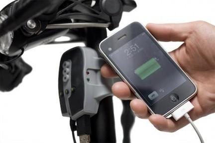Esse é o BioLogic FreeCharge é um aparelho que ligado ao dínamo da sua bicicleta usa a energia cinética, gerada durante sua pedalada, para carregar iPods e iPhones.