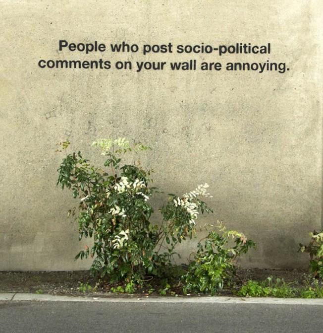 Pessoas que postam comentários sócio-políticos no seu mural são insuportáveis.