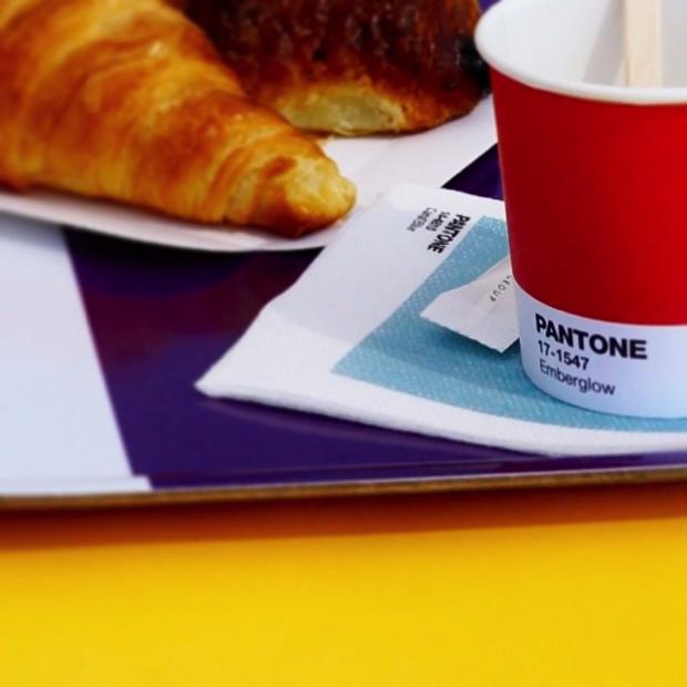 Inaugurou o PANTONE Café